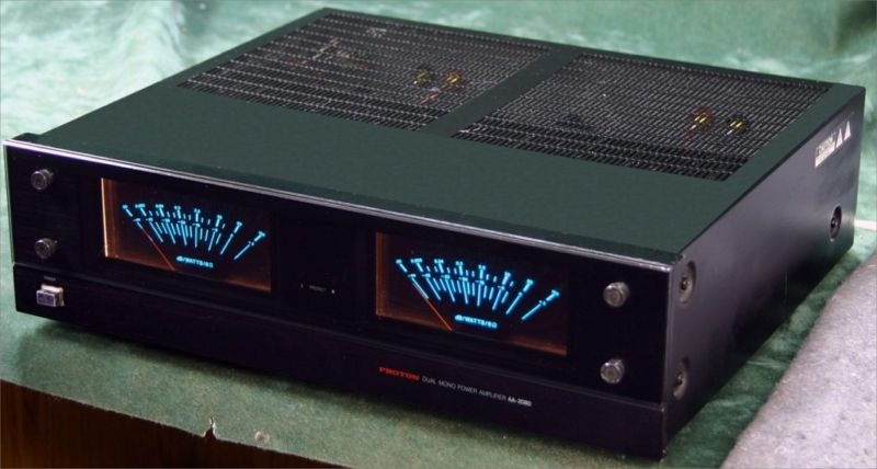 Steve's - Proton AA-2080-UV solid state amplifier